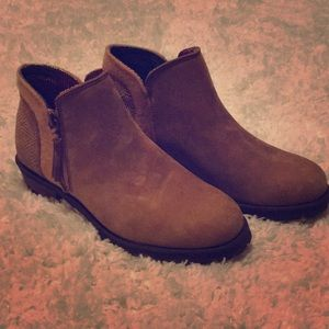 NWOT The North Face women's booties